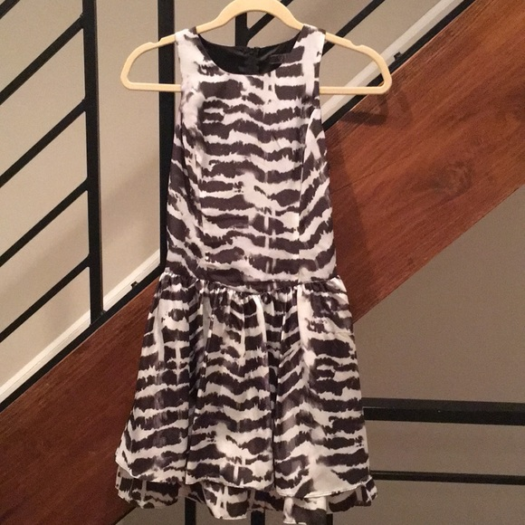 Guess Dresses & Skirts - Guess black and white dress. Size 0.